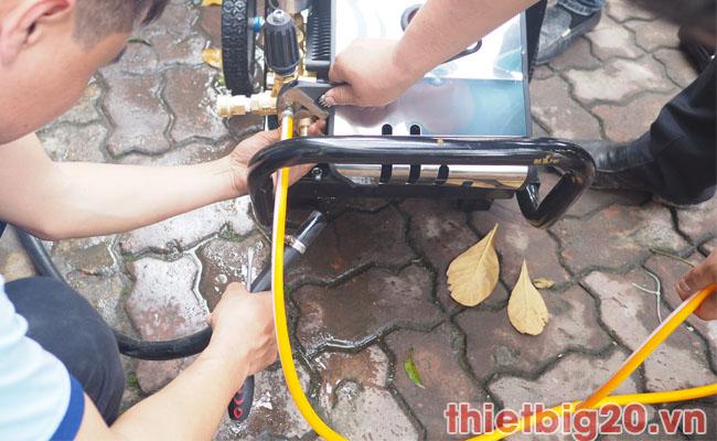 Kiểm tra và bảo dưỡng máy rửa xe