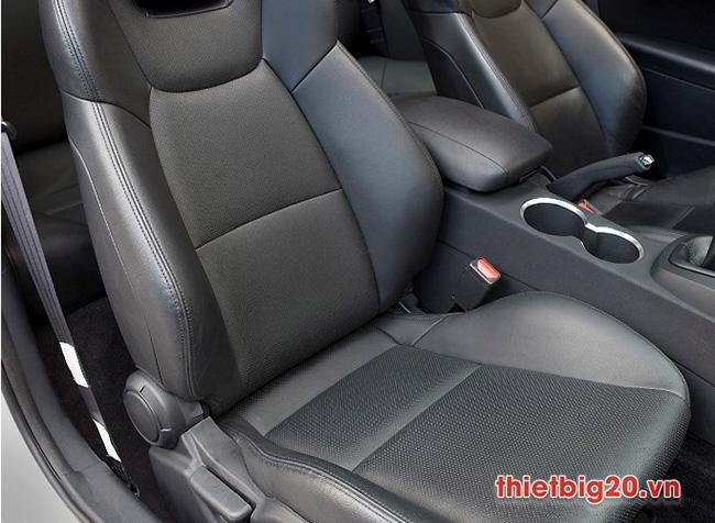 làm sạch ghế da ô tô