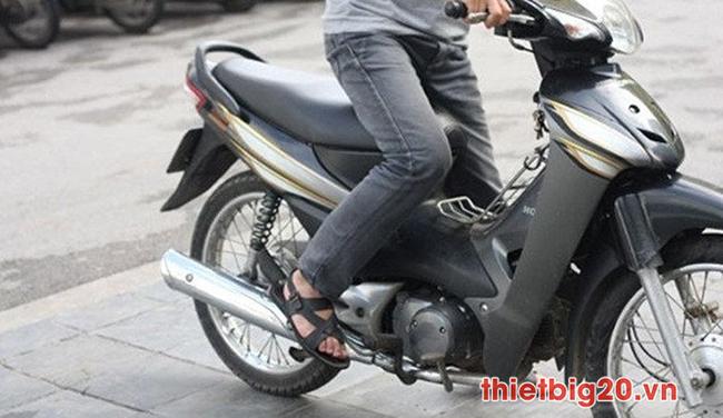 Khởi động xe máy